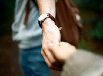 Κράτα στη ζωή σου, εκείνον τον έναν άνθρωπο, που στα δύσκολα, έμεινε πλάι σου!
