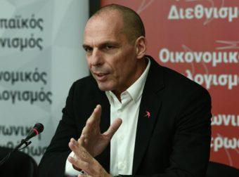 Ο Βαρουφάκης καταδικάζει τα τείχη και ζητάει «άσυλο στους κατατρεγμένους»