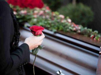 Καστοριά: Μόνο η μητέρα της ήταν στην κηδεία της 41χρονης που πέθανε από κορονοϊό