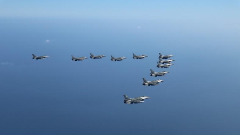 Σκεπάζουν Έβρο και Αιγαίο τα ελληνικά «γεράκια» – Τα «γαλάζια» φτερά «παρελαύνουν» και απαντούν στις προκλήσεις των Τούρκων