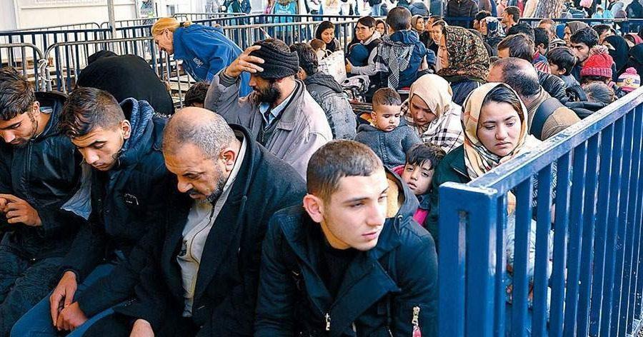 Τα πρόστιμα σε πρόσφυγες θα αφαιρούνται από τα επιδόματά τους