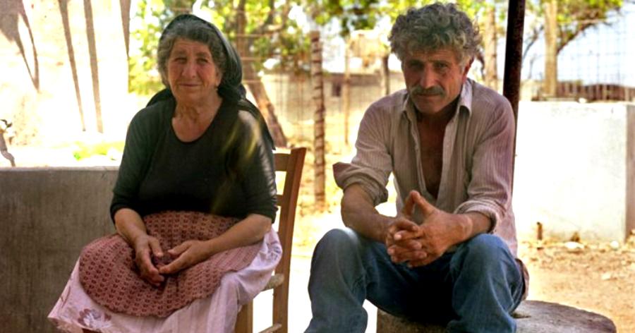Η Χαραλαμπία και ο Χασάνης: H χριστιανή Ελληνοκύπρια, o μουσουλμάνος Τουρκοκύπριος, που έζησαν και πέθαναν δίπλα-δίπλα