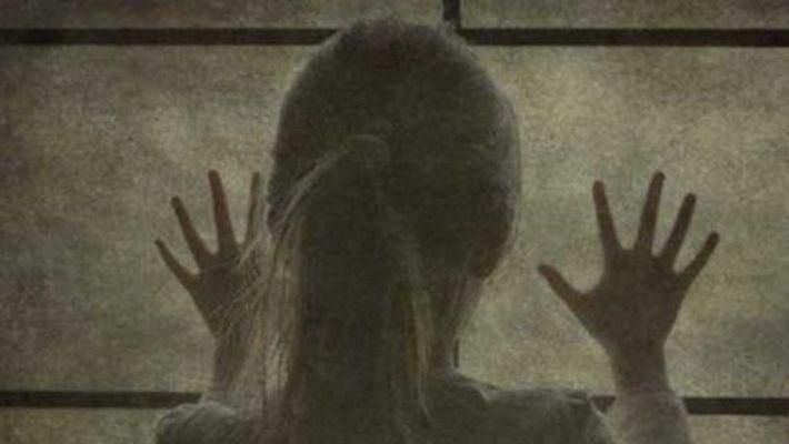 Σκότωσαν 7χρονο κοριτσάκι που είχαν ως υπηρέτρια γιατί… άφησε ελεύθερο έναν παπαγάλο
