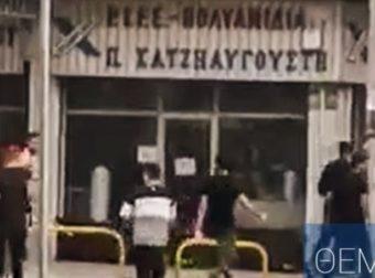 Bίντεο: H άγρια συμπλοκή με καδρόνια μεταξύ αλλοδαπών στη Θεσσαλονίκη