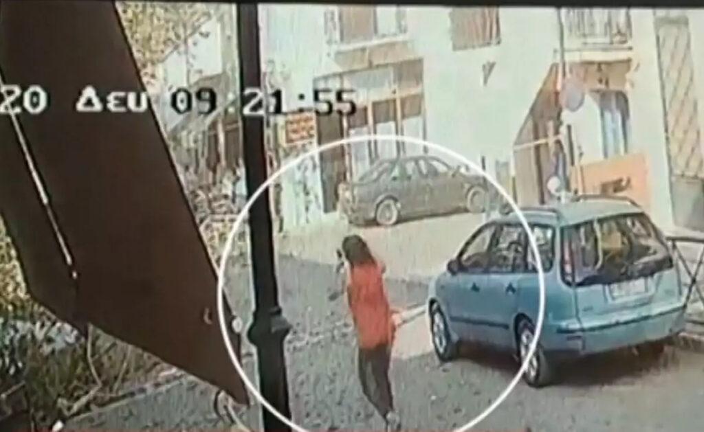 Βίντεο Ντοκουμέντο: Η στιγμή που πέφτει το αεροσκάφος και τρέχει η μητέρα του πιλότου έντρομη να τον σώσει