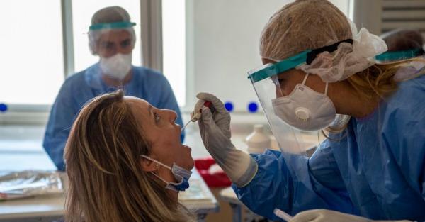 Κορωνοϊός: Πώς θα ξεχωρίσεις αν έχεις Covid-19, κοινό κρυολόγημα ή γρίπη -Τα συμπτώματα