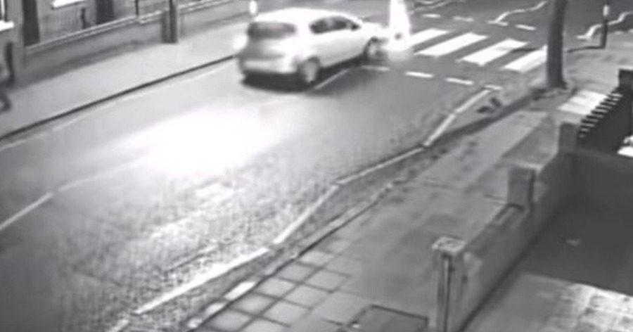 Βίντεο: Παρέσυρε πεζό με το αμάξι της, τον εγκατέλειψε και τελικά ήταν ο… πεθερός της