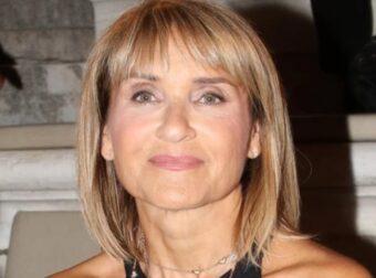 Η Μάρα Ζαχαρέα φόρεσε το Zara τοπ που ταιριάζει με όλα τα παντελόνια και σορτς