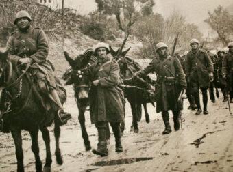 «Τα μάτια του αλόγου μου». Η συγκινητική ιστορία ενός στρατιώτη που έχασε το άλογό του κυνηγώντας Ιταλούς στην Αλβανία…