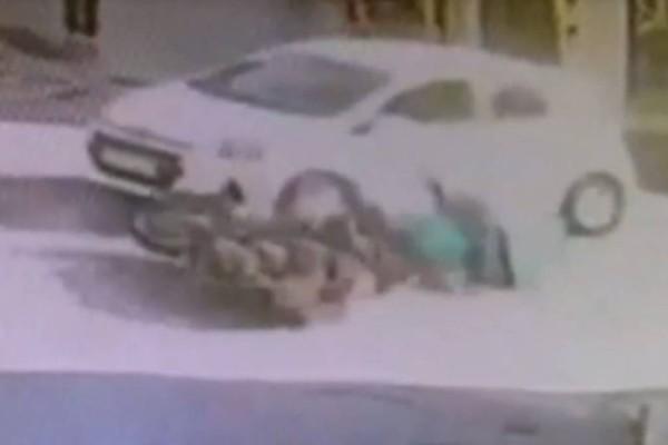 Βίντεο σοκ από τροχαίο με ντελιβερά: Τον έσωσε το κράνος! (video) – Videos